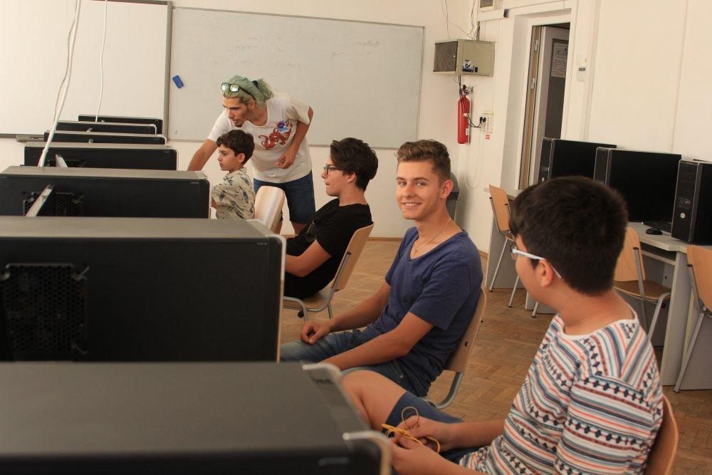 gaming (2)